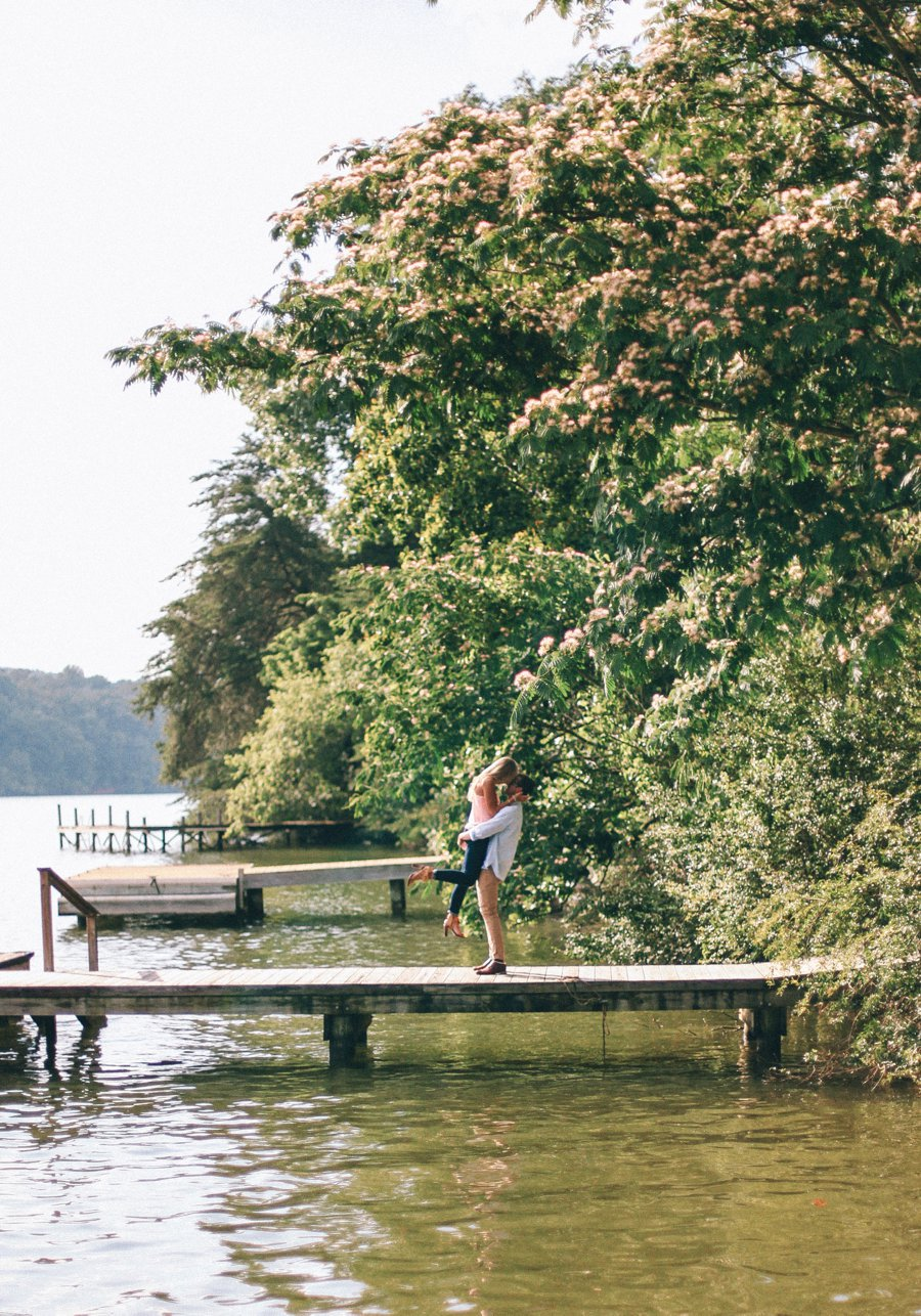 engagement-pose-kiss-on-a-dock http://itgirlweddings.com/how-one-couple-nailed-their-engagement-session/