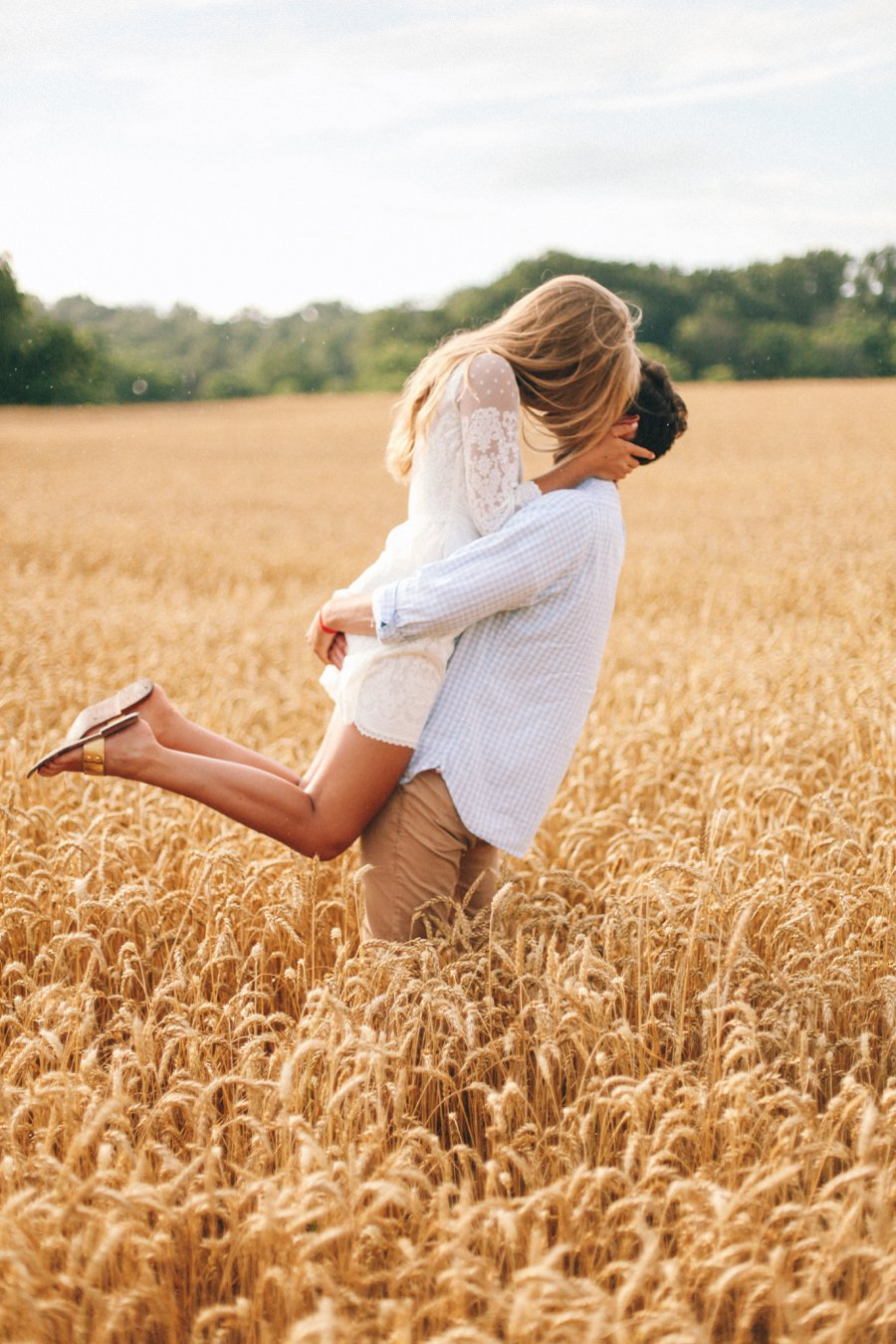 romantic-engagement-pose http://itgirlweddings.com/how-one-couple-nailed-their-engagement-session/