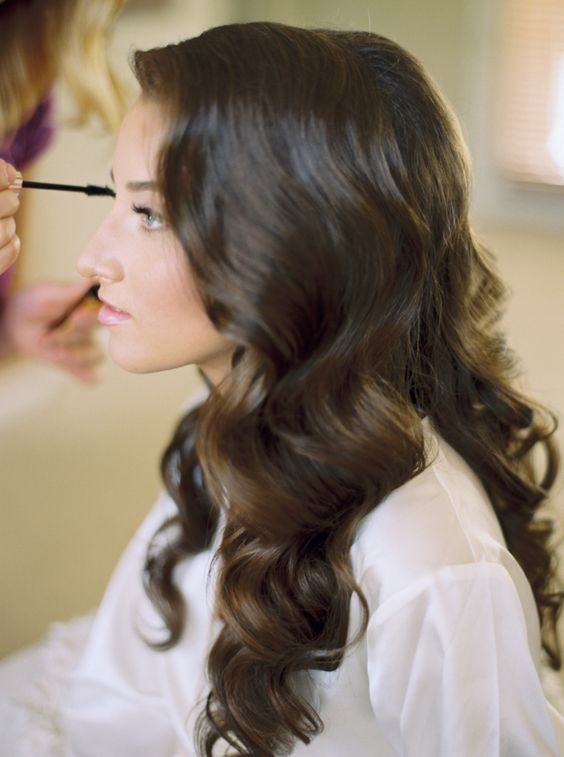bride-putting-on-mascara http://itgirlweddings.com/9-quick-tips-keep-flawless-wedding-day/