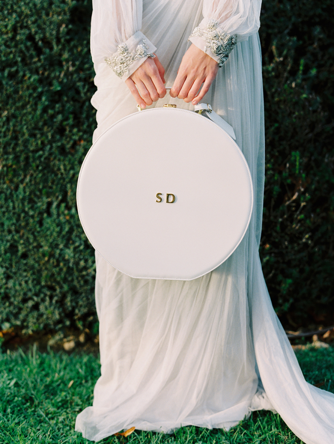 bride-holding-hat-box http://itgirlweddings.com/parisian-wedding-inspiration/