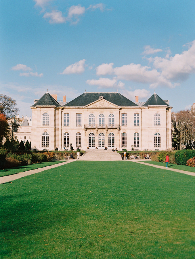 Musee-Rodin-lawn http://itgirlweddings.com/parisian-wedding-inspiration/