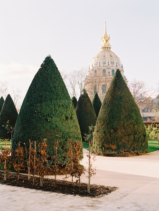 hedges-in-paris http://itgirlweddings.com/parisian-wedding-inspiration/