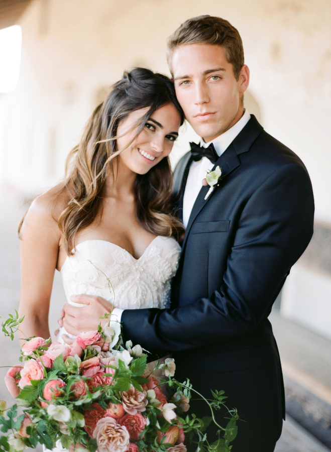 sweetheart-neckline-wedding-dress http://itgirlweddings.com/elopement-inspiration/