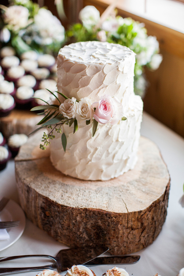 rustic wedding cake http://itgirlweddings.com/romantic-mountain-wedding/