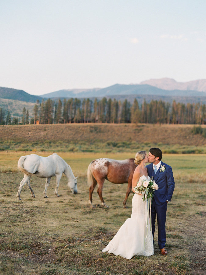 Romantic Mountain Wedding http://itgirlweddings.com/romantic-mountain-wedding/