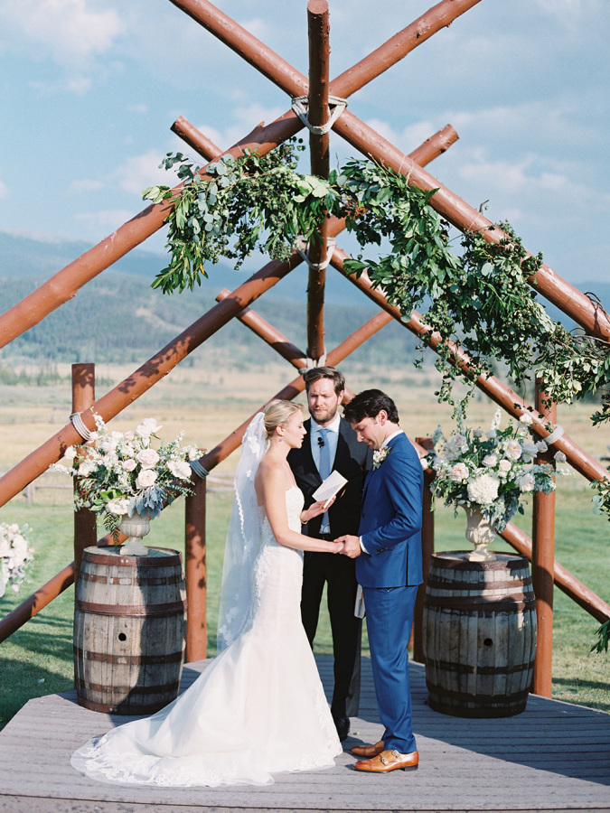 country rustic wedding http://itgirlweddings.com/romantic-mountain-wedding/