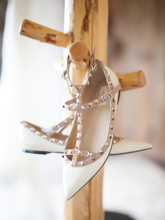valentino flats wedding shoes http://itgirlweddings.com/romantic-mountain-wedding/