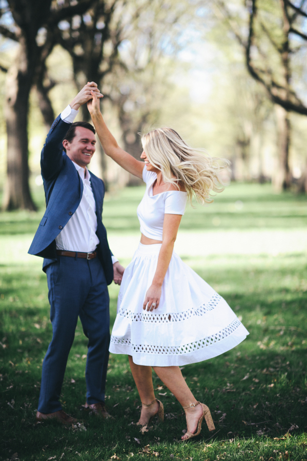engagement session ideas http://itgirlweddings.com/capturing-their-love-of-new-york/