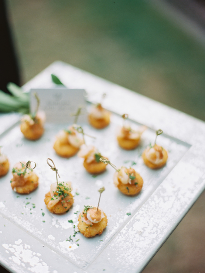 wedding appetizers http://itgirlweddings.com/southern-wedding-with-a-surprise-grand-exit/