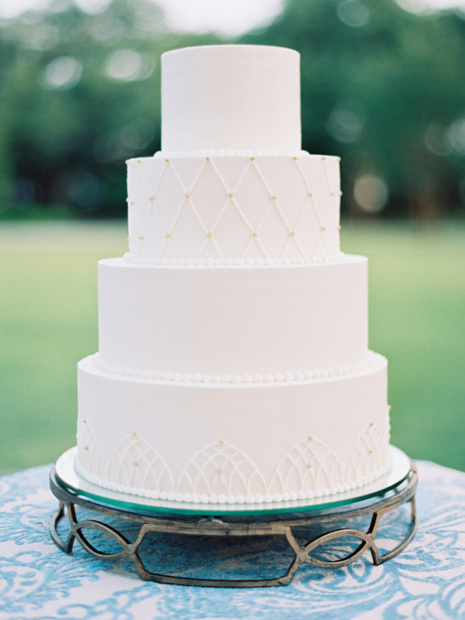 classic white wedding cake http://itgirlweddings.com/southern-wedding-with-a-surprise-grand-exit/