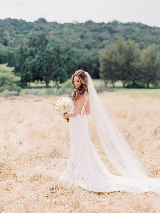 formal bride shot pose ideas http://itgirlweddings.com/pretty-vineyard-wedding/