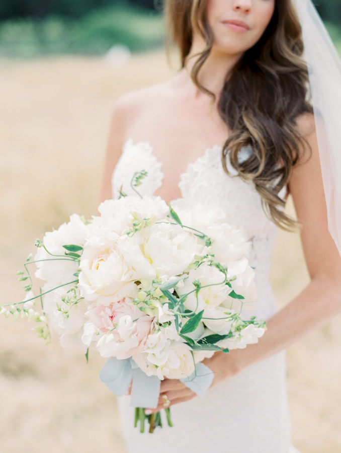 plush white bridal bouquet http://itgirlweddings.com/pretty-vineyard-wedding/