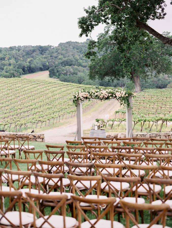 vineyard wedding ceremony http://itgirlweddings.com/pretty-vineyard-wedding/
