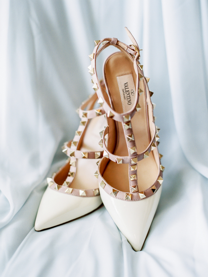 white valentino wedding shoes http://itgirlweddings.com/pretty-vineyard-wedding/