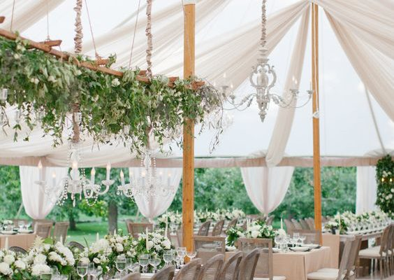 HOW TO MASTER AN OUTDOOR WEDDING