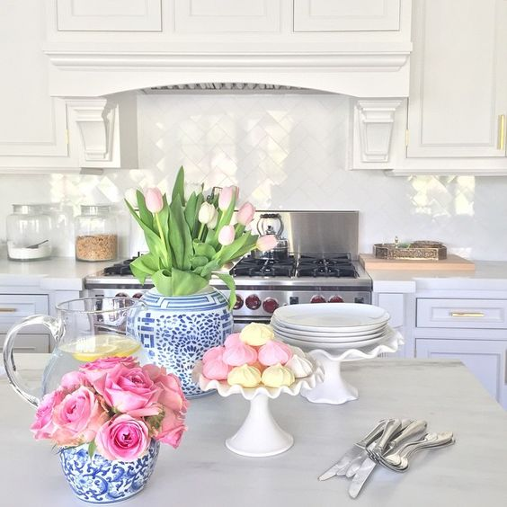 white-marble-kitchen-pink-roses-macaroons