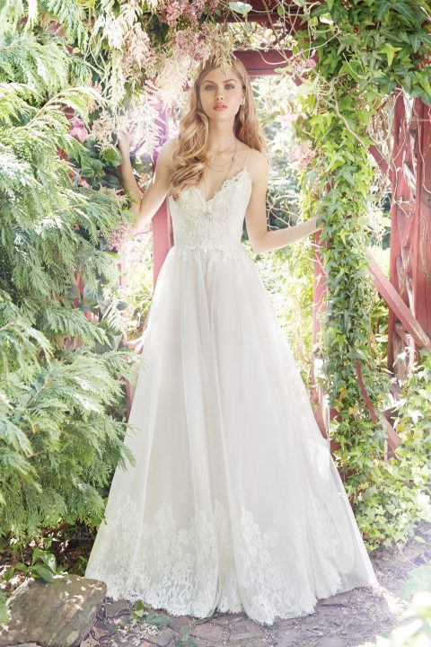 alvina-valenta-bridal-fall-2016-style-9652_3 http://itgirlweddings.com/fall-2016-alvina-valenta-wedding-collection/