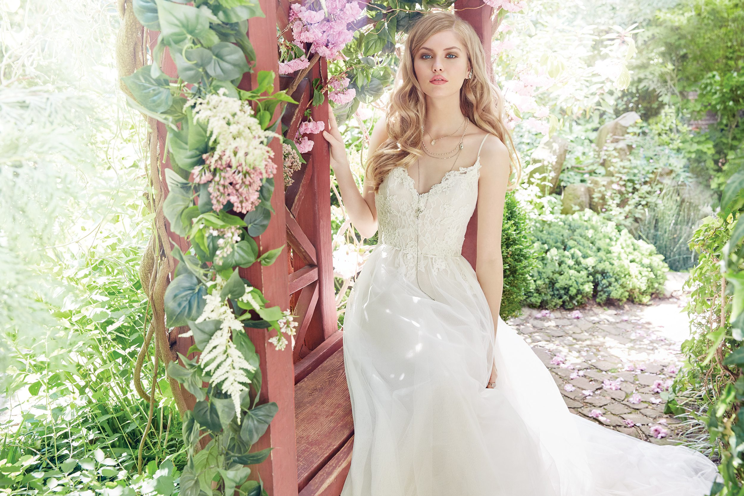 alvina-valenta-bridal-fall-2016-style-9652_4 http://itgirlweddings.com/fall-2016-alvina-valenta-wedding-collection/