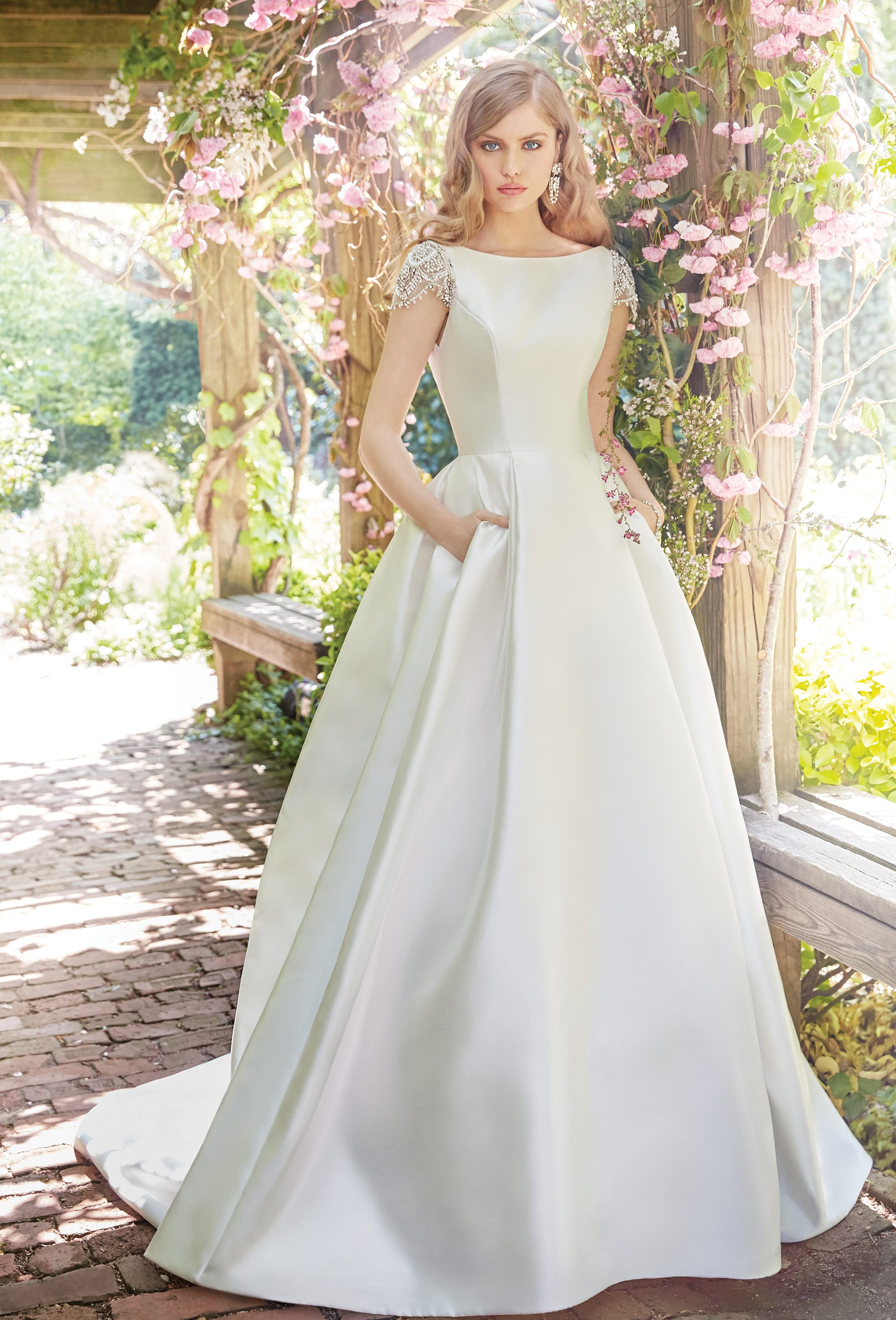 alvina-valenta-bridal-fall-2016-style-9658_7 http://itgirlweddings.com/fall-2016-alvina-valenta-wedding-collection/