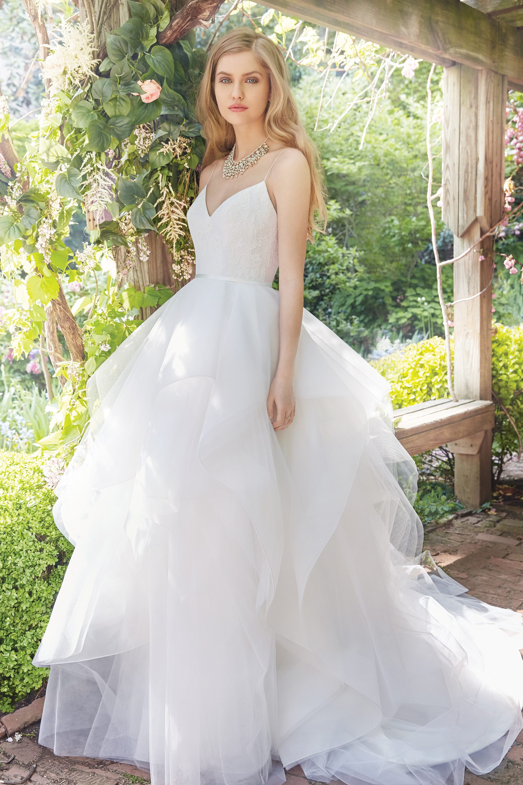alvina-valenta-bridal-fall-2016-style-9659_1 http://itgirlweddings.com/fall-2016-alvina-valenta-wedding-collection/
