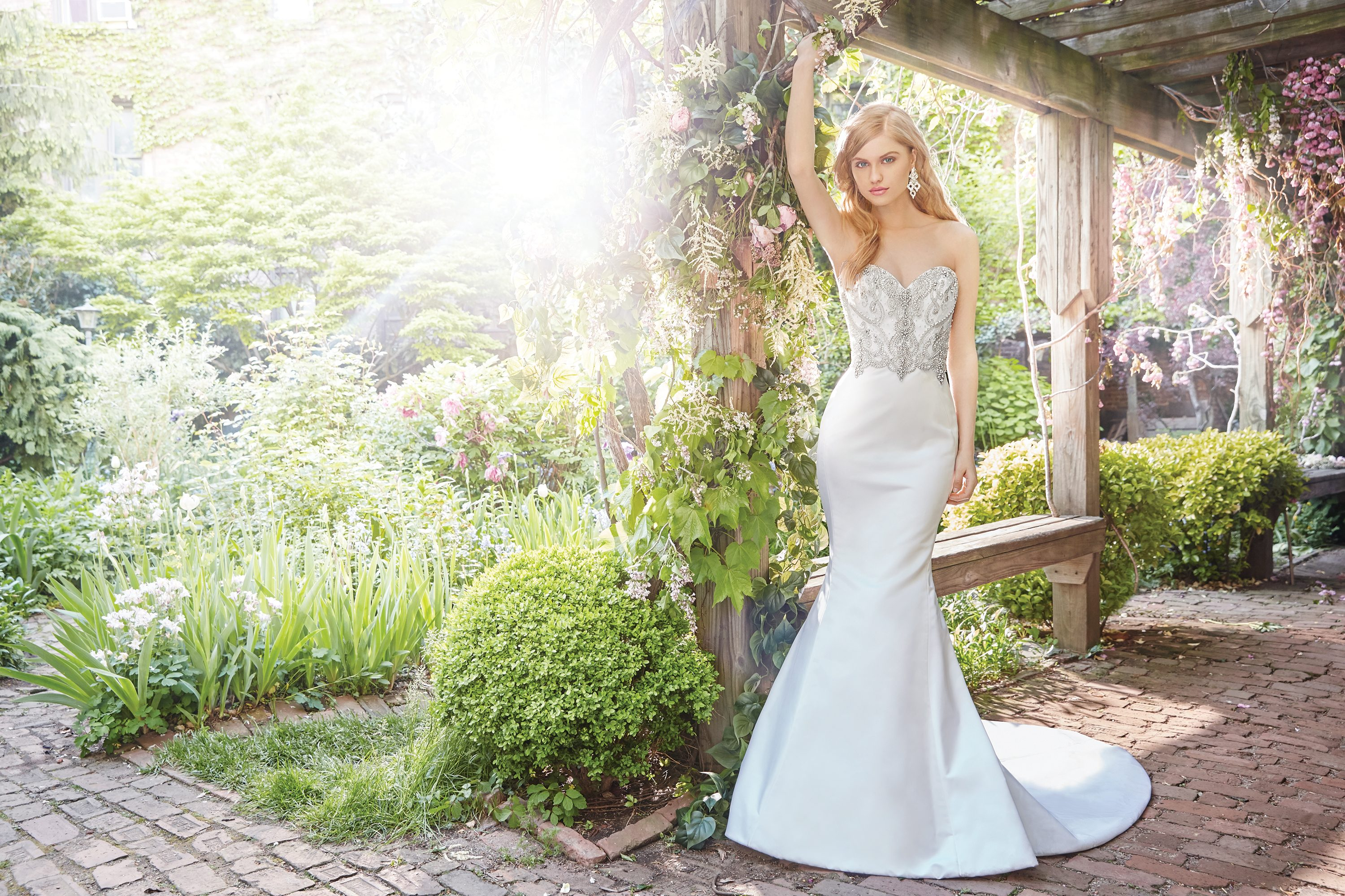 alvina-valenta-bridal-fall-2016-style-9660_4  http://itgirlweddings.com/fall-2016-alvina-valenta-wedding-collection/