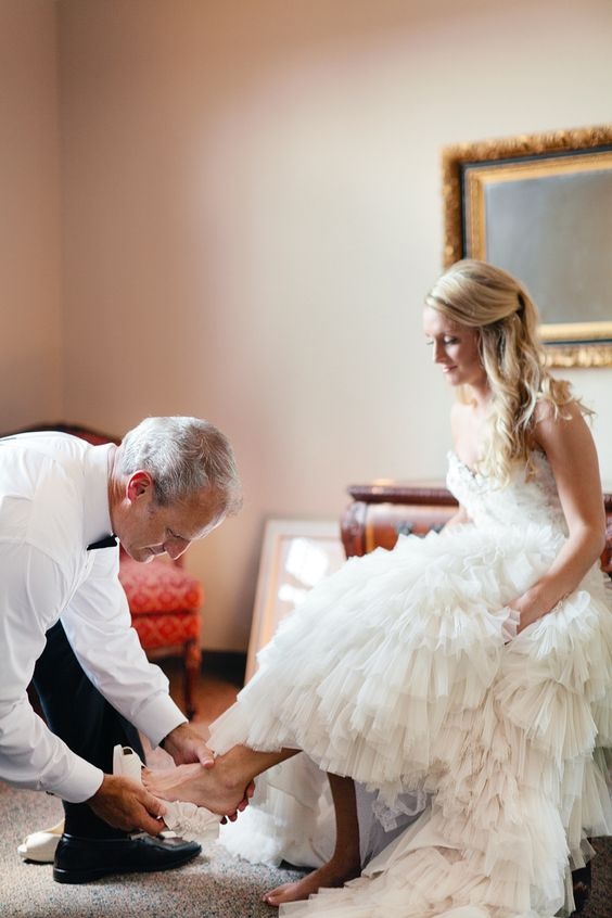 Father Of The Bride Helping Daughter Http Itweddings Who