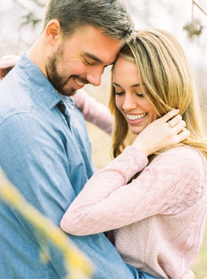 engagement shoot smiles http://itgirlweddings.com/4-tips-choosing-engagement-outfits/