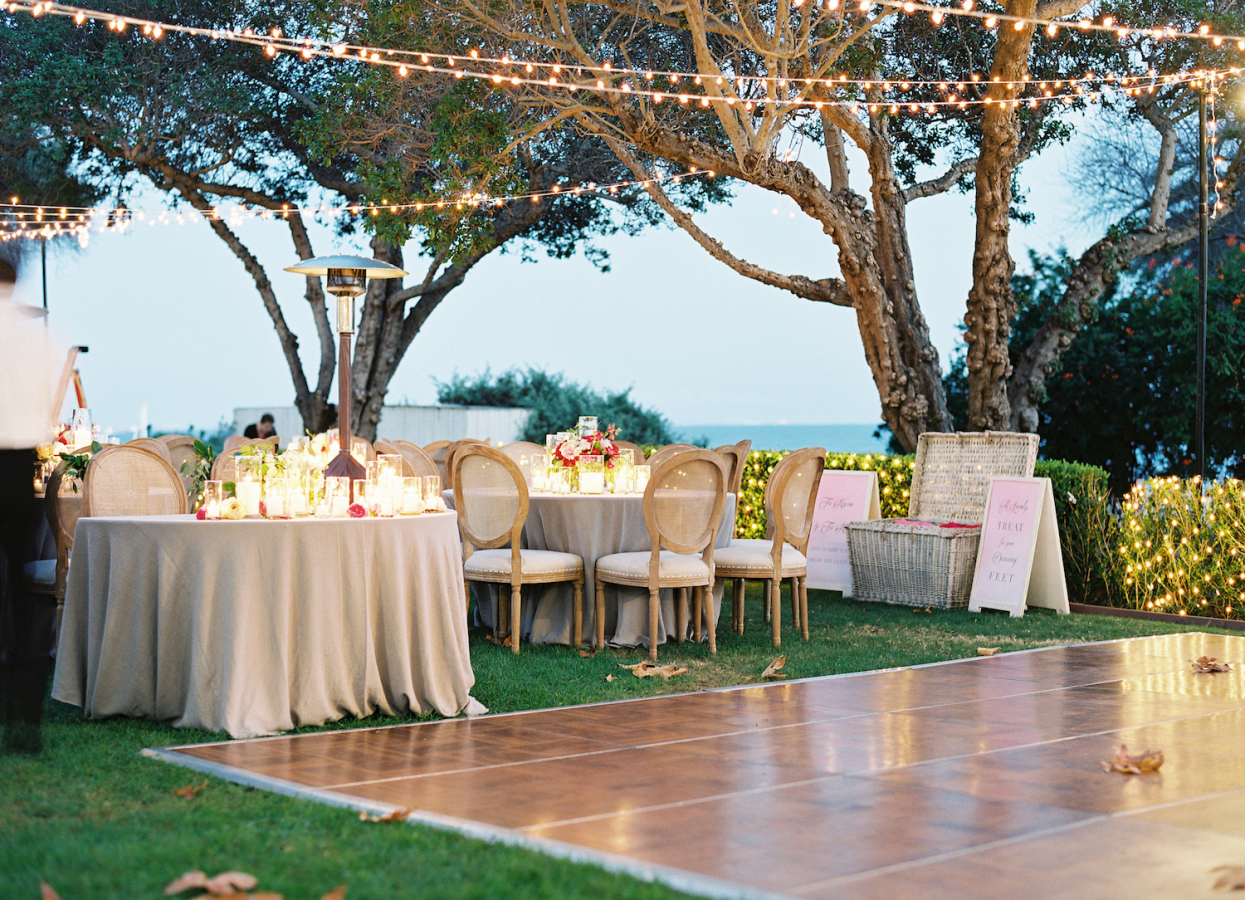 outdoor wedding tables http://itgirlweddings.com/best-day-ever/