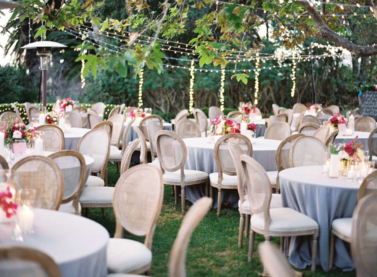 outdoor wedding reception tables http://itgirlweddings.com/best-day-ever/