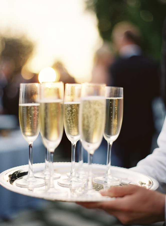 champagne cocktail hour http://itgirlweddings.com/best-day-ever/