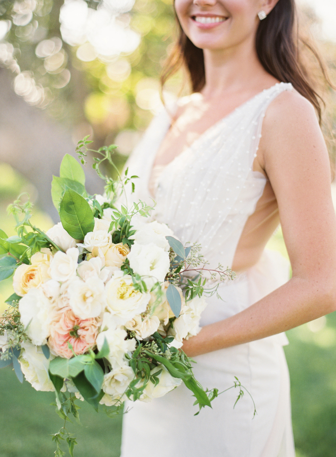 white bridal bouquet ideas http://itgirlweddings.com/best-day-ever/