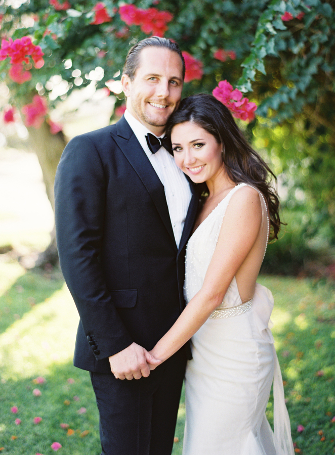 bride and groom formal pose http://itgirlweddings.com/best-day-ever/