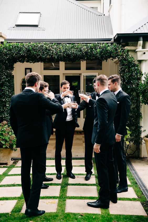 groomsmen drinking cocktails http://itgirlweddings.com/who-is-responsible-for-what-on-your-wedding-day/