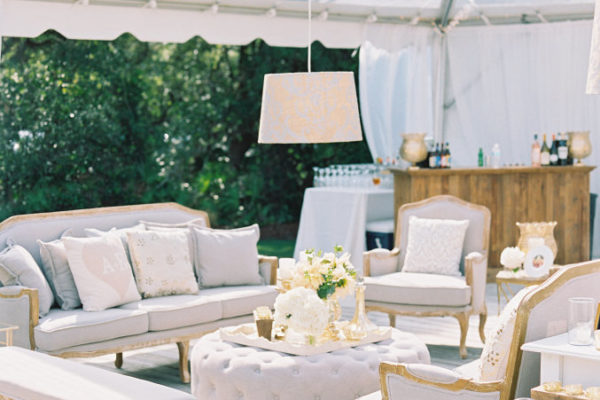 HOW TO CREATE VIGNETTES FOR YOUR WEDDING