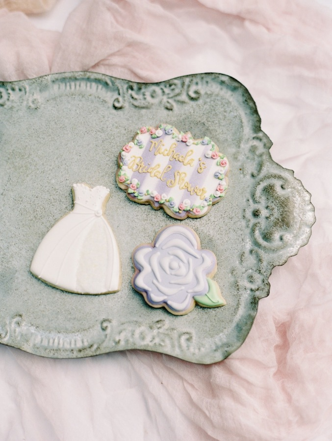 bridal shower cookies http://itgirlweddings.com/garden-bridal-shower/