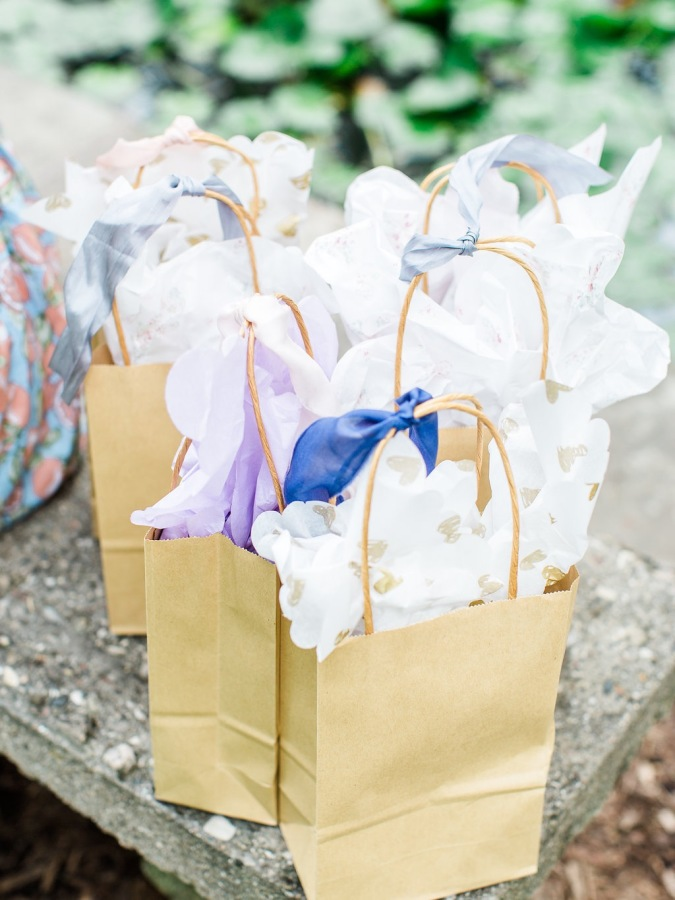 bridal shower gift bags http://itgirlweddings.com/garden-bridal-shower/