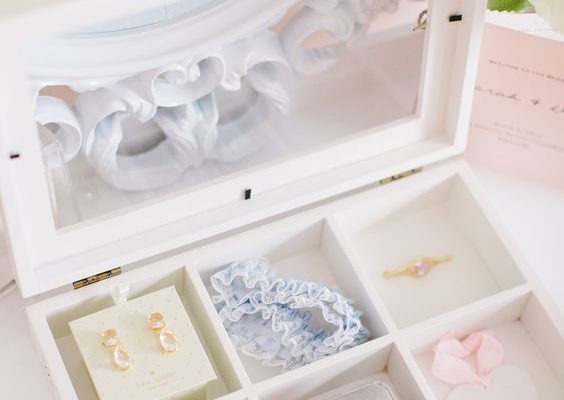 HEIRLOOMS TO KEEP FROM YOUR WEDDING DAY