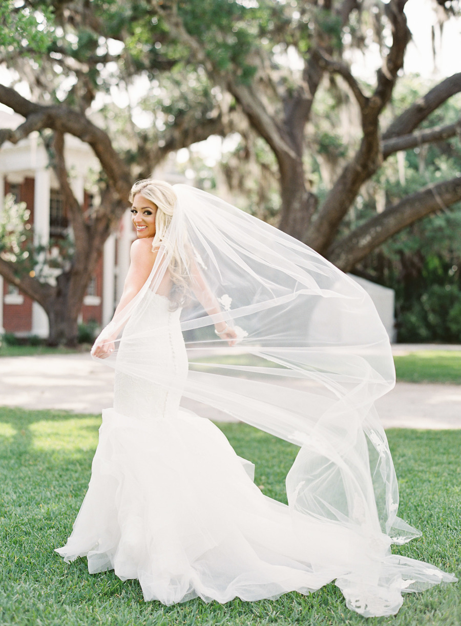 wedding veil pose ideas