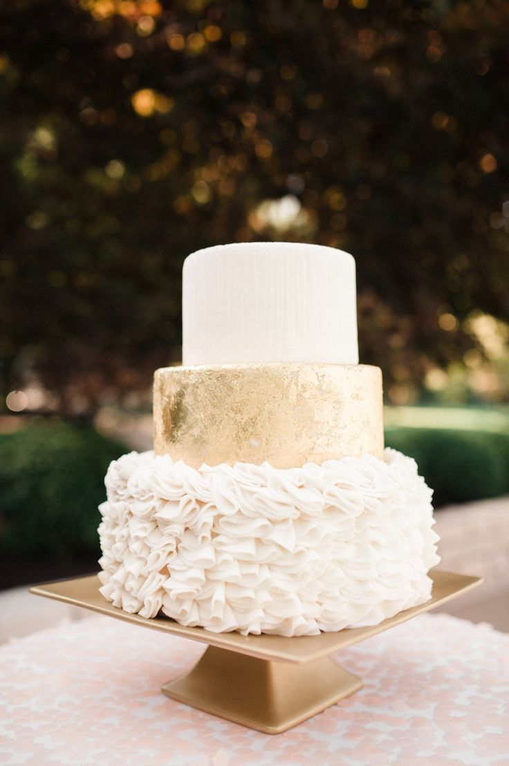 wedding cakes gold and white wedding cake tips of tiers it weddings 24440