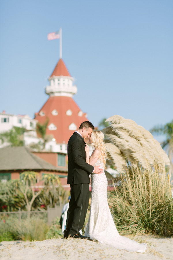 Beach Wedding At The Hotel Del Coronado It Girl Weddings