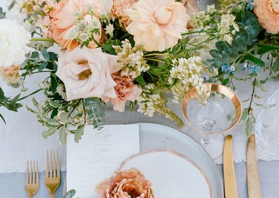 THE DOS AND DON'TS WHEN PICKING YOUR WEDDING COLORS