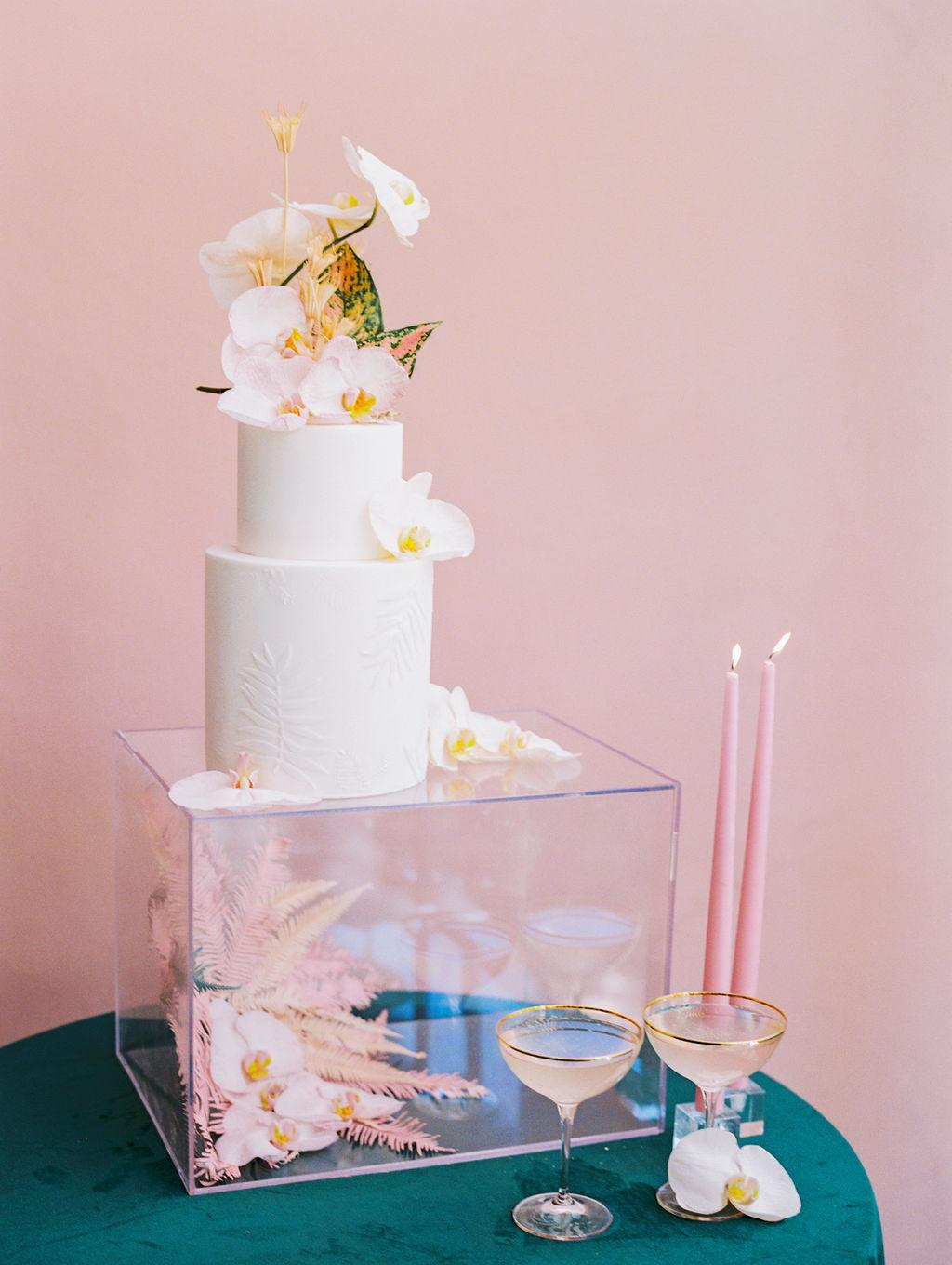 white wedding cake with white orchids and tropical leaves https://shopstyle.it/l/bhmJb